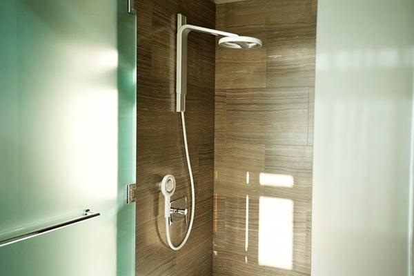 Vòi hoa sen Nebia Shower, sản phẩm vô cùng thành công trên Kickstarter, nay đã có mặt trên Amazon để người dùng trên toàn thế giới có thể mua sắm và sử dụng